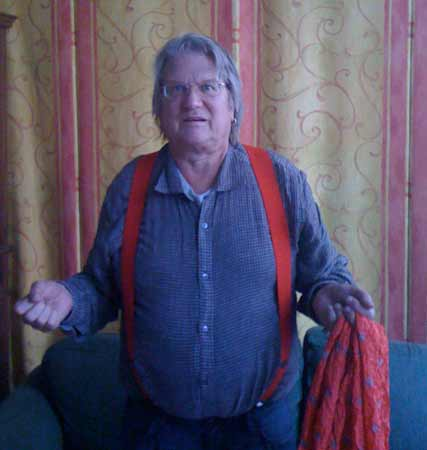 Sig with scarf in his left hand